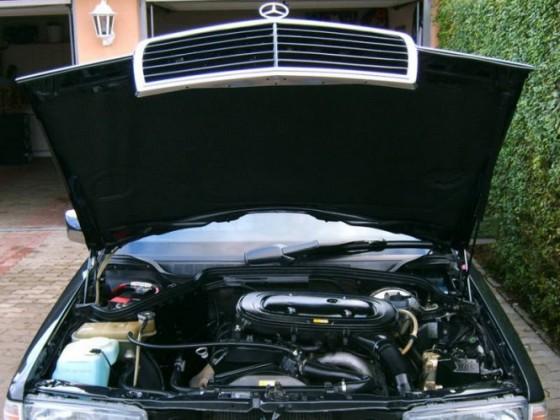 Gedämmte Motorhaube